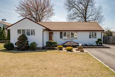 Bethpage Single Family Home For Sale: 54 Cheshire Rd