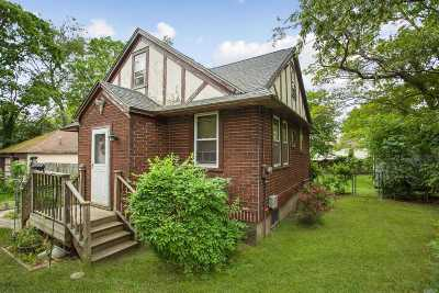 Holbrook Single Family Home For Sale: 124 Bradford Ave