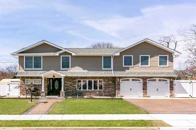 Massapequa Single Family Home For Sale: 1025 N Central Dr