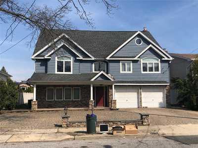 Merrick Single Family Home For Sale: 2733 Clubhouse Rd