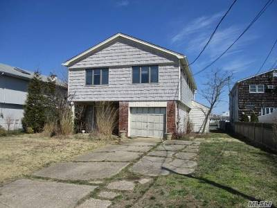 Lindenhurst Single Family Home For Sale: 750 Shore Walk
