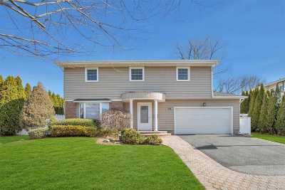 Jericho Single Family Home For Sale: 24 Sagamore Way