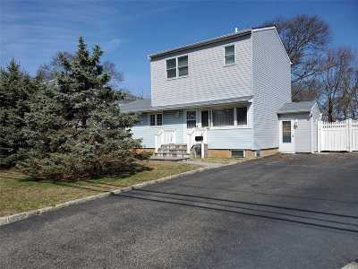 East Islip Single Family Home For Sale: 81 Jefferson St