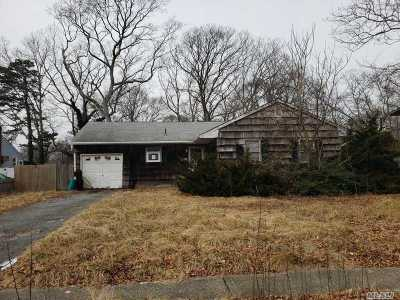 Central Islip Single Family Home For Sale: 71 Dietz St