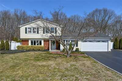 S. Setauket Single Family Home For Sale: 56 Tyburn Ln