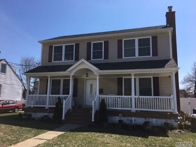 Farmingdale Single Family Home For Sale: 6 Plitt Ave