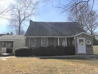 Huntington Single Family Home For Sale: 33 Hazard Ave