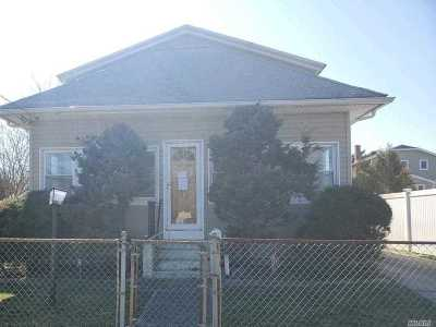 East Islip Single Family Home For Sale: 18 1st Ave