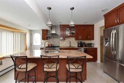Plainview Single Family Home For Sale: 5 Winthrop Rd