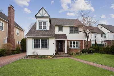 Rockville Centre Single Family Home For Sale: 10 Loel Ct