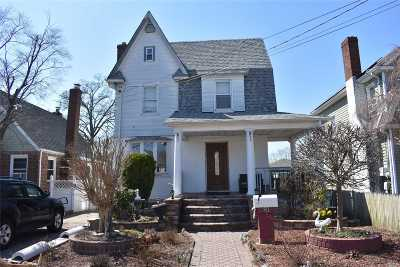 Hempstead Single Family Home For Sale: 81 Florence Ave