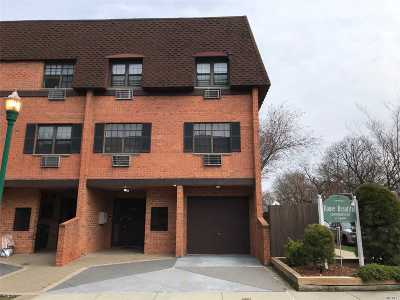 Bayside Condo/Townhouse For Sale: 219-05 67 Ave #B