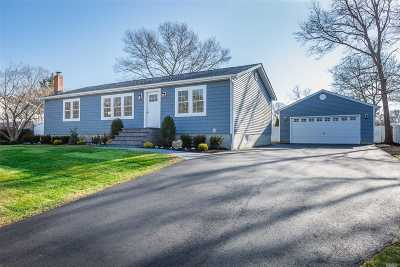 Holtsville Single Family Home For Sale: 93 10th Ave