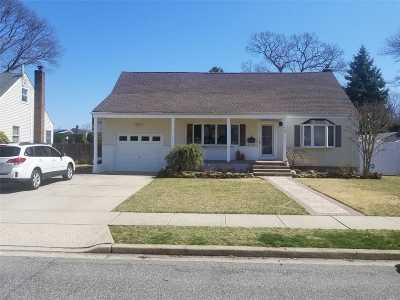 Farmingdale Single Family Home For Sale: 70 Sunset Ave