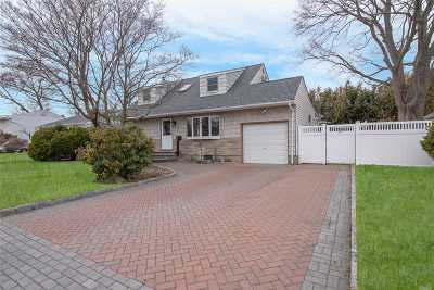 Copiague Single Family Home For Sale: 509 Greenlawn Ter