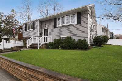 Northport Single Family Home For Sale: 23 Ripley Dr