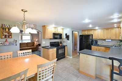 Medford Single Family Home For Sale: 26 Blackpine Dr
