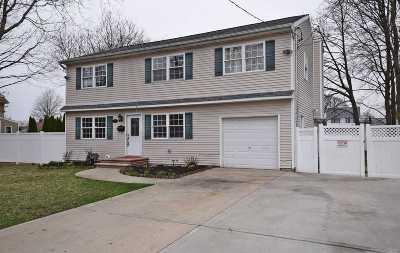 Lindenhurst Single Family Home For Sale: 130 5th St
