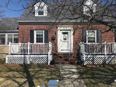 Lindenhurst Single Family Home For Sale: 218 Herbert Ave