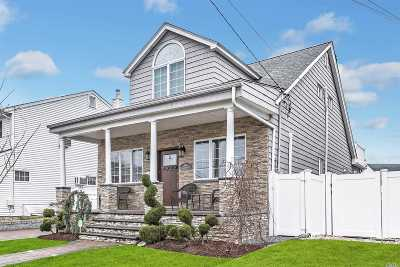 Wantagh Single Family Home For Sale: 2594 Riverside Dr