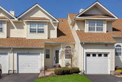Melville Condo/Townhouse For Sale: 4 Apricot Ct
