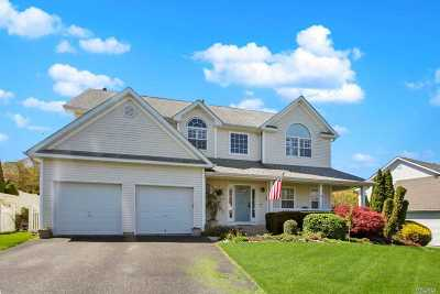 Manorville Single Family Home For Sale: 64 Beechwood Dr