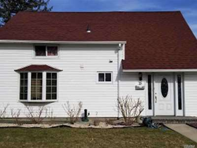 Levittown Single Family Home For Sale: 15 Tailor Ln