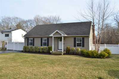 Farmingville Single Family Home For Sale: 12 Cedar Oaks Ave