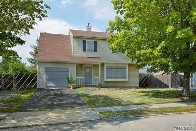 Central Islip Single Family Home For Sale: 30 Walnut St