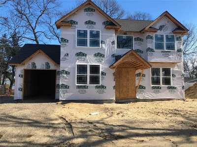 Holtsville Single Family Home For Sale: Nc Pine St