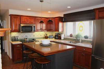 Westbury Single Family Home For Sale: 71 Mist Ln