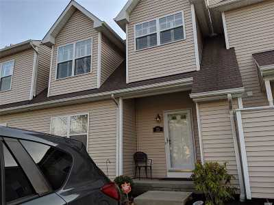 Medford Condo/Townhouse For Sale: 23 Daremy Cir