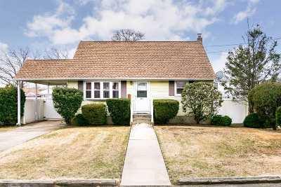 Lindenhurst Single Family Home For Sale: 413 36th St