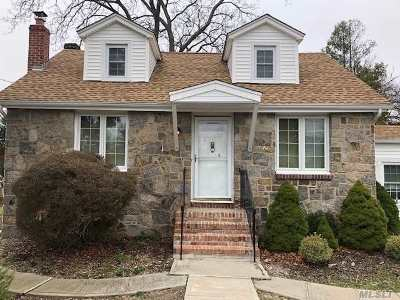 Mastic Beach Single Family Home For Sale: 74 Huguenot Dr