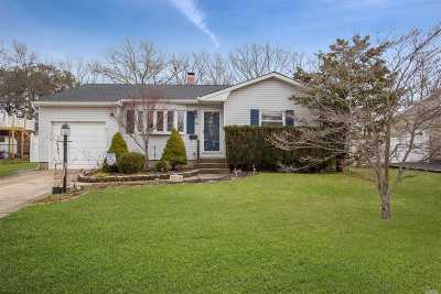 Bayport Single Family Home For Sale: 551 Renee Dr