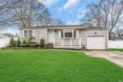 Sayville Single Family Home For Sale: 138 Terry Rd