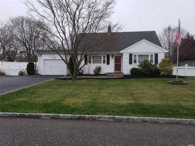 Sayville Single Family Home For Sale: 35 Seville Blvd