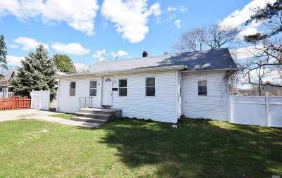 Islip Single Family Home For Sale: 85 Commack Rd