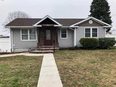 Lindenhurst Single Family Home For Sale: 426 Heathcote Rd