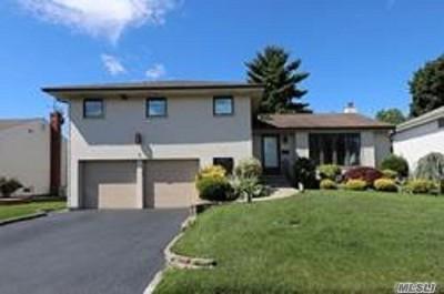 Plainview Single Family Home For Sale: 5 S S. Oaks Blvd