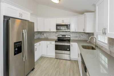 Ronkonkoma Single Family Home For Sale: 426 Deer Rd