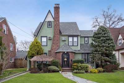 W. Hempstead Single Family Home For Sale: 110 Stratford Rd