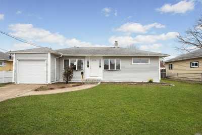 Lindenhurst Single Family Home For Sale: 1021 N Delaware Ave