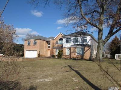 Single Family Home For Sale: 2739 Merrick Ave
