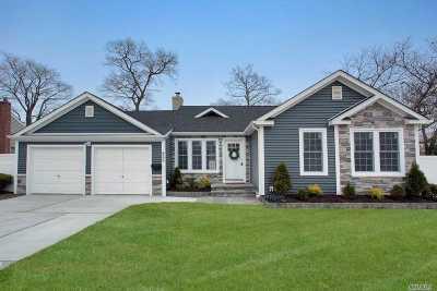 Lindenhurst Single Family Home For Sale: 466 S Broadway Ave