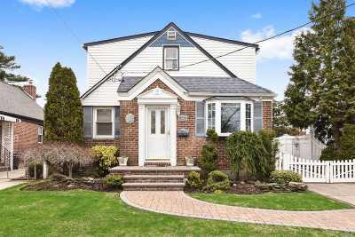 Garden City Single Family Home For Sale: 288 Kensington Rd