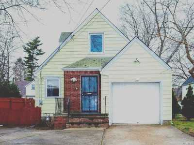 Hempstead Single Family Home For Sale: 131 Fairview Blvd