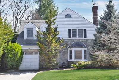 Manhasset Single Family Home For Sale: 152 Bournedale North Rd