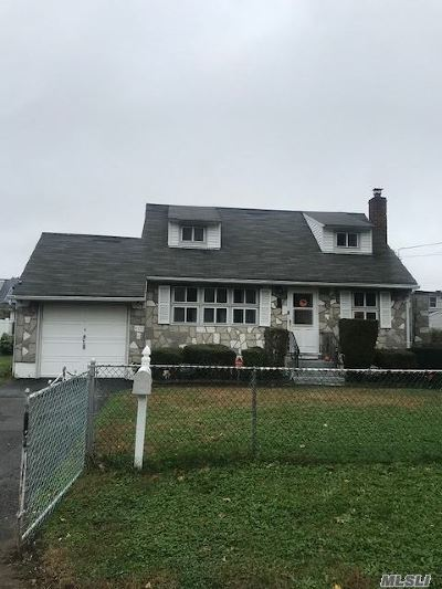Central Islip Single Family Home For Sale: 435 Elmore St