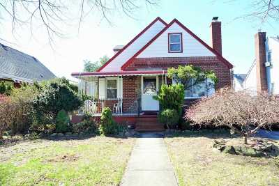 New Hyde Park Single Family Home For Sale: 66 Nugent St